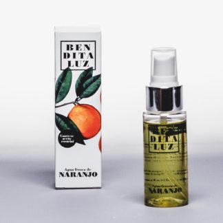Eau de parfum à l'Orange Amère de Séville. Nous sommes immédiatement séduits par les ingrédients naturels composants ce parfum rare pour un voyage olfactif en Andalousie