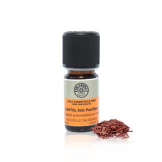 Huile essentielle de bois de santal indispensable en aromathérapie dans la recherche de sérénité