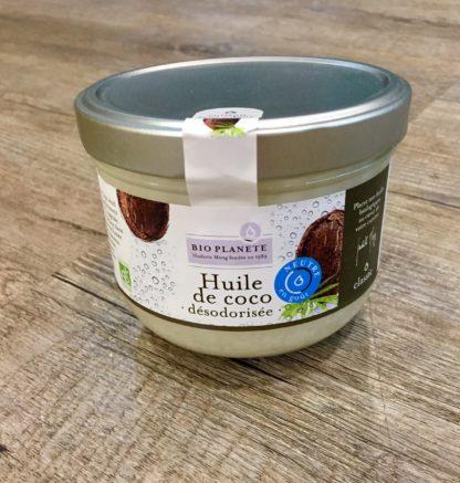 Huile de noix de Coco Désodorisée bio 100% naturelle et pure, elle n'est ni hydrogénée ni décolorée. Très utilisée en cosmétique; cette huile sans odeur est parfaite pour la cuisine au quotidien