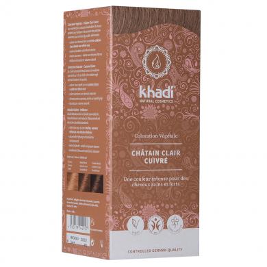 La Coloration Végétale Châtain clair cuivré Khadi sélectionnée pour vous s'applique sur tous les cheveux, directement sur les chevelures grises ou grisonnantes. Vous obtiendrez une teinture entre le brun clair et le brun selon le temps de pause. Soin cheveux colorant
