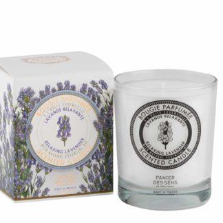 Cette bougie parfumée Panier des Sens à la Lavande Relaxante est le fruit d'un assemblage unique. Elle embaumera votre intérieur pendant environ 45h.