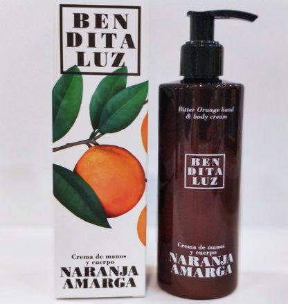 Lait pour le corps à l'orange amère de Séville enrichi au beurre de karité et aloé-véra naturellement parfumé. Hydratant pour corps et visage.