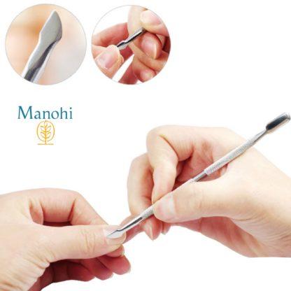 Exemple d'utilisation du repoussoir à cuticule Manohi