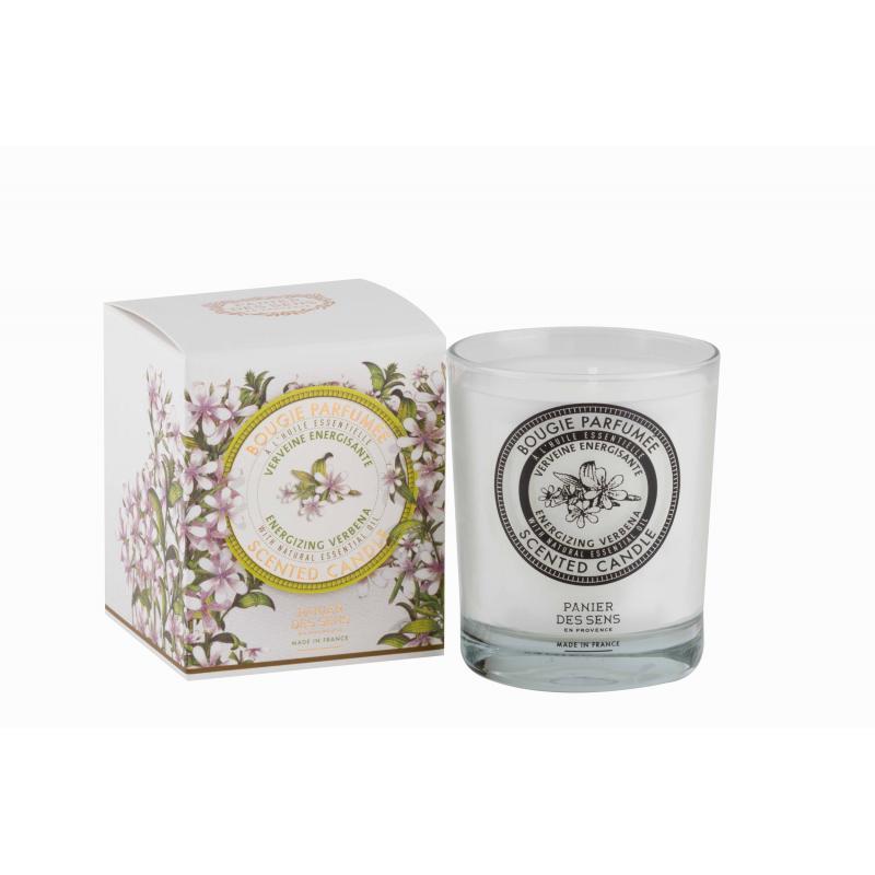 Cette bougie parfumée Panier des Sens à la Verveine Énergisante est le fruit d'un assemblage unique. Elle embaumera votre intérieur pendant environ 45h.